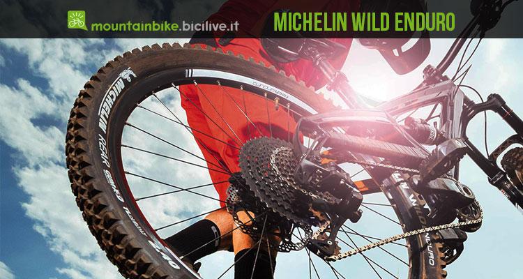 foto di un rider con il pneumatico michelin wild enduro