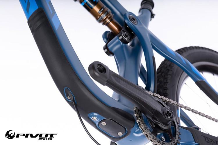 Un dettaglio della mtb Trail 429 del brand americano Pivot
