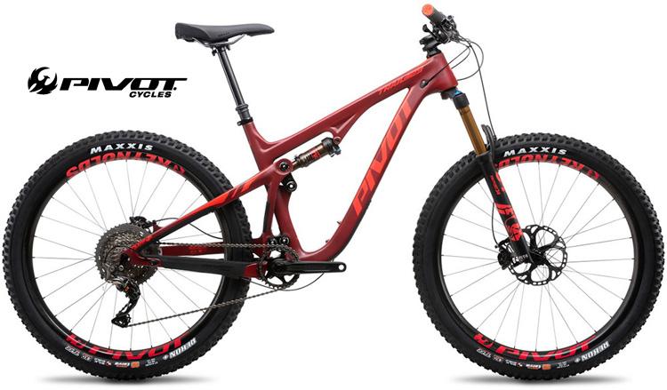 Una mountain bike Pivot Trail 429 nella colorazione cremisi