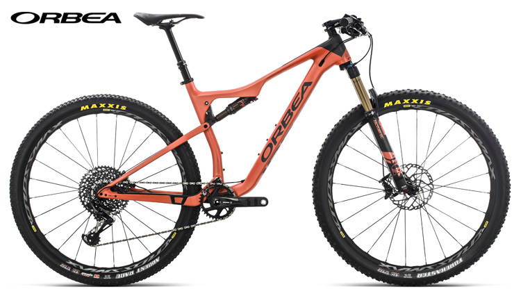 Una mountain bike full suspended OIZ M10-Trail 2019