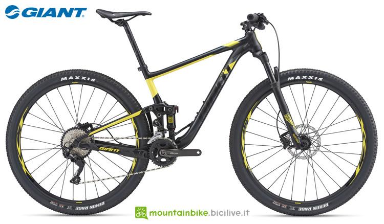 Una mountain bike Giant Anthem 29er 3 della gamma 2019