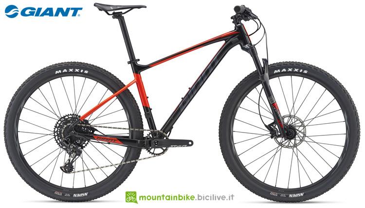 Una mountain bike front Giant Fathom 29er 2 (GE)
