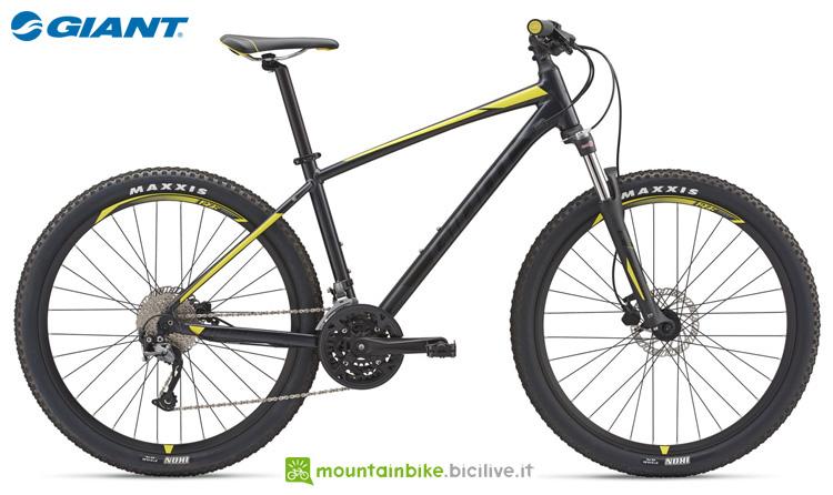 Una mountain bike front Giant Talon 3 (GE)