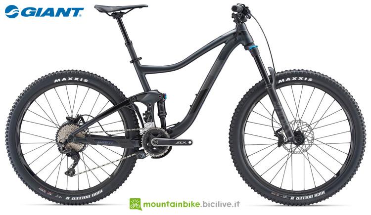 Una mountain bike full Giant Trance 2