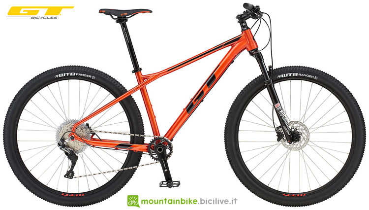 Una mountain bike front GT Avalanche Comp