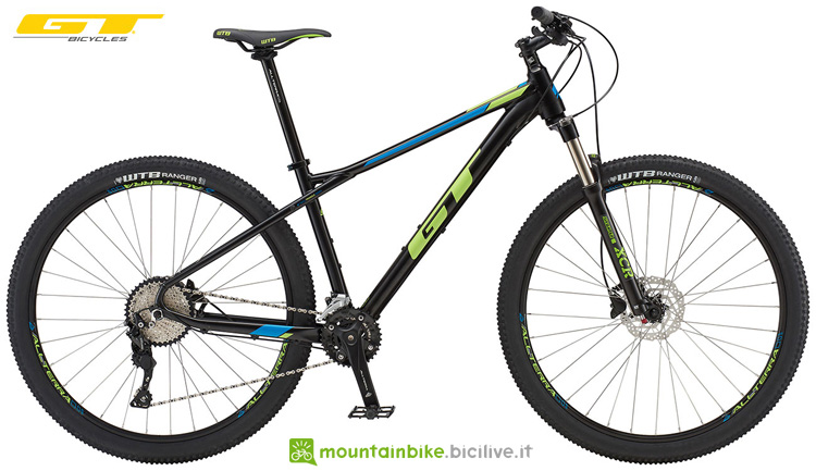 Una mountain bike hard tail GT Avalanche Elite