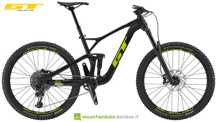 Una mountain bike in carbonio GT Force Carbon Expert