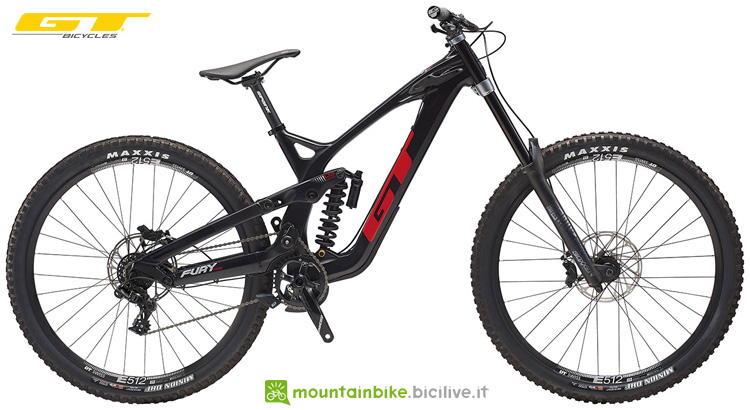 Una mountain bike full suspended GT Fury Pro