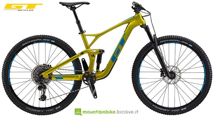 Una bici da offroad biammortizzata GT Sensor Carbon Pro 2019