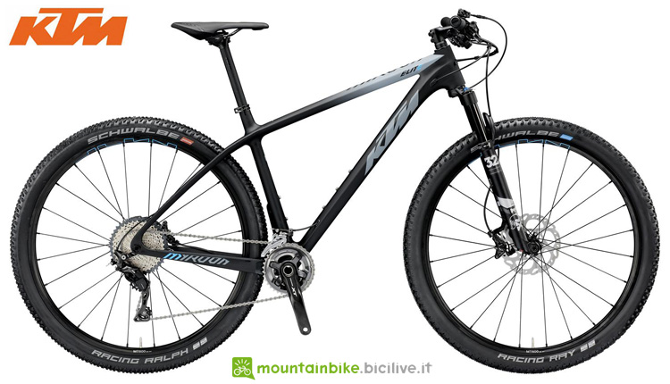 Una bicicletta offroad KTM MYROON 29 ELITE 22