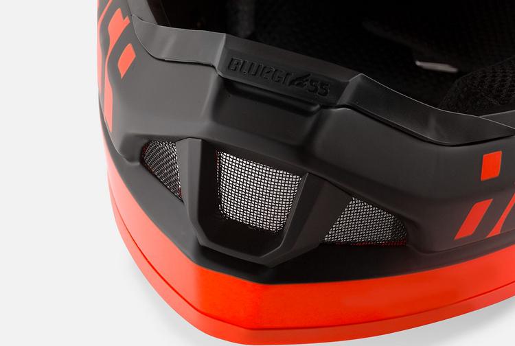 la mentoniera con prese d'aria del casco Bluegrass Legit Carbon