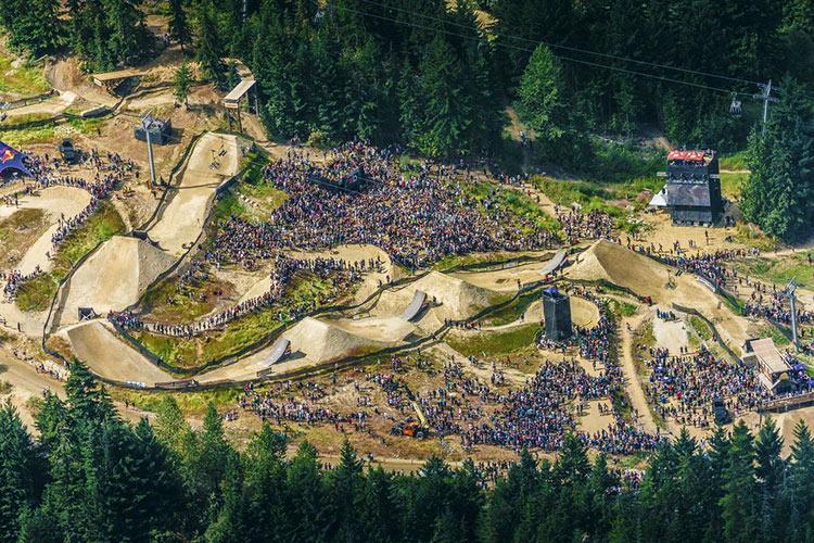 foto aerea di un percorso di slopestyle