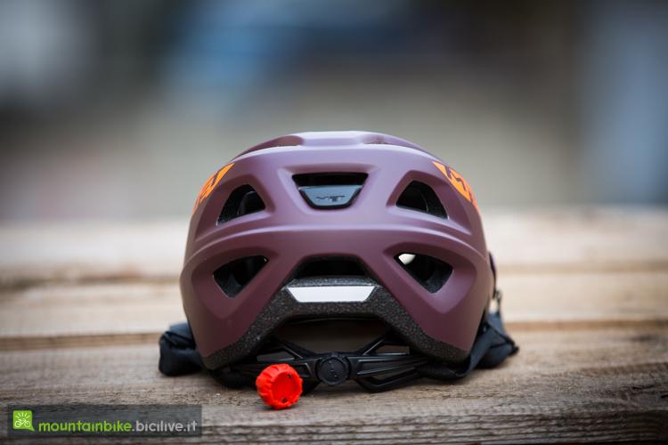 foto del casco per mtb met echo con luce posteriore