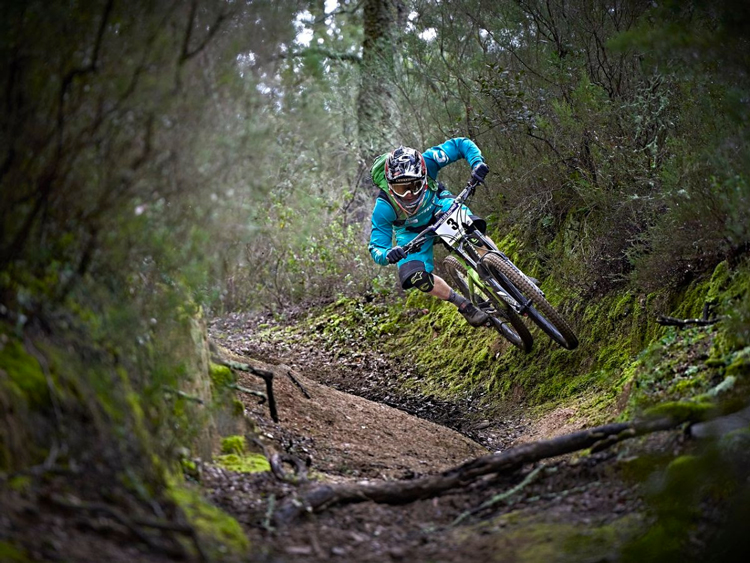 Jêrome Clementz in sella alla sua mtb da enduro