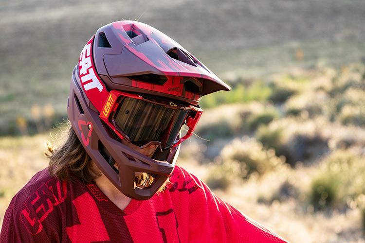 foto del casco leatt dbx 4.0 per enduro aggressivo