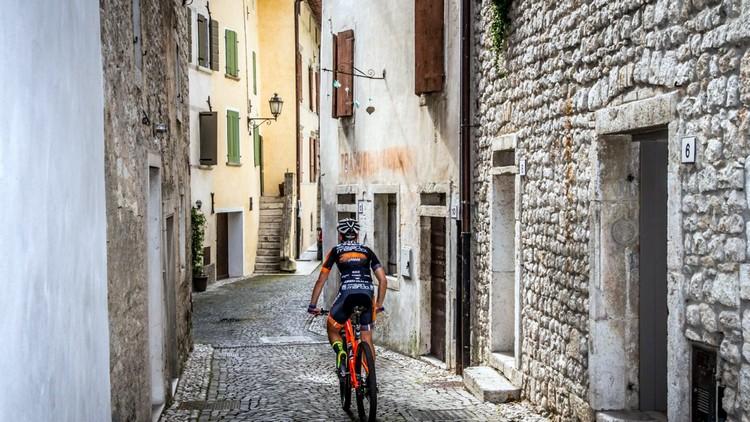 bike world zero wind passaggio nel borgo