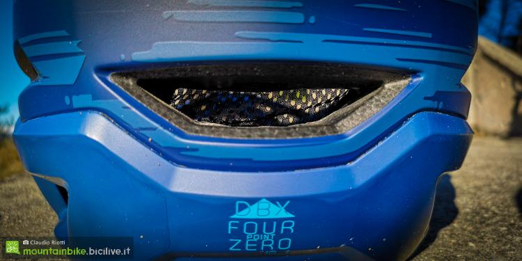 foto della presa d'aria posteriore del casco leatt dbx 4.0