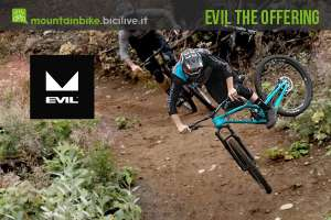 biker su un trail da enduro con una Evil The Offering 2019