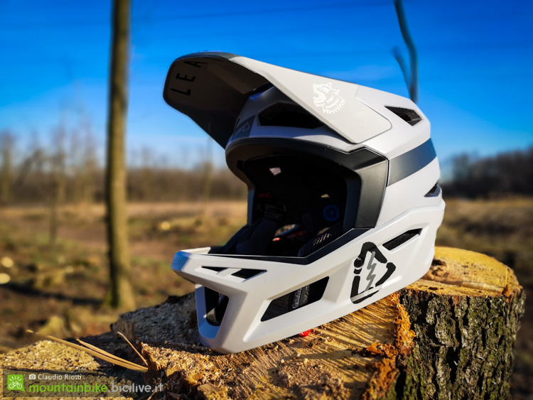 foto del casco leatt dbx 4.0