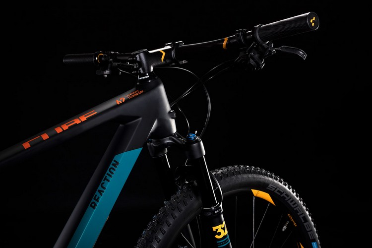 cube reaction C:62 ONE monta componenti Shimano e Fox Suspension