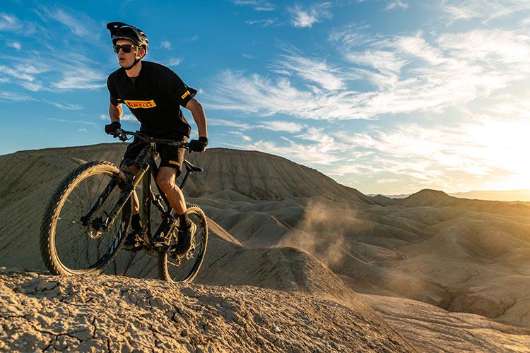 foto di un rider con Pneumatici Pirelli Scorpion MTB