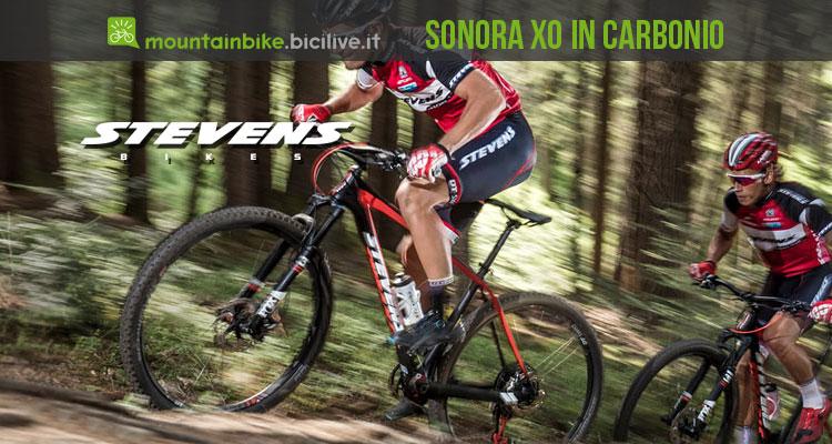 biker su una Stevens Sonora X0 in carbonio