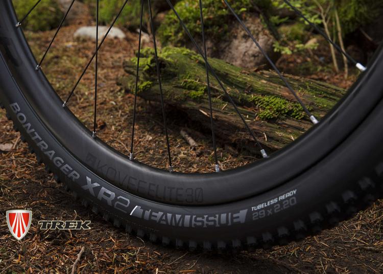 La mtb Trek Procaliber 9.8 SL monta ruote  Bontrager Kovee Elite 30 Carbon