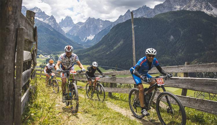 Ciclisti mtb in gara nella GF Dolomiti Superbike