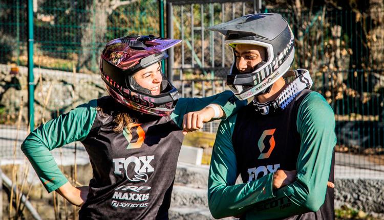 I campioni di discesa Marine Cabirou e Florent Payet