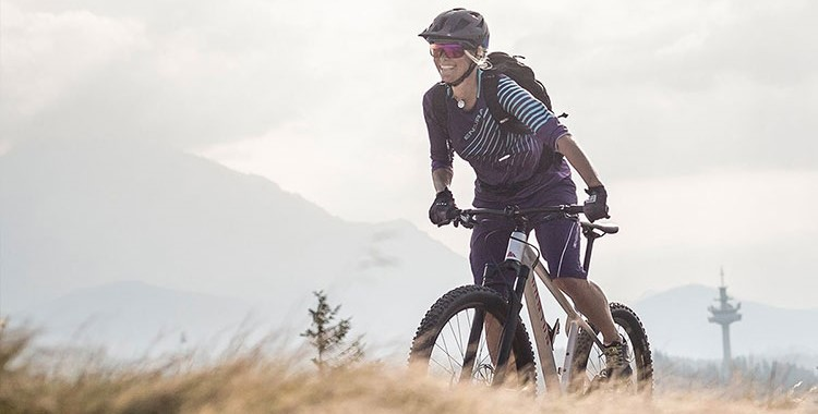 Ciclista a bordo di una canyon versione da donna dal listino 2019