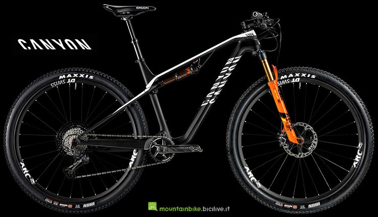 Bici leggera Canyon Lux CF SLX 9.0 Race Team catalogo 2019