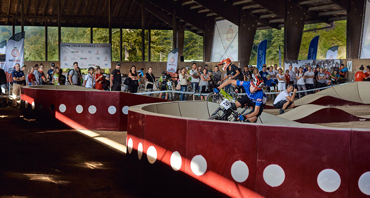 Evolve Pump Track  uno scorcio della pista che si trova nel Ciocco Tenuta e Parco in provincia di Lucca