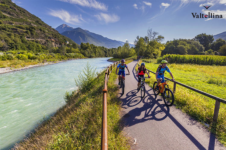 mtb pedalata in famiglia in mountaibike costeggiando il corso del fiume Adda bici 2019