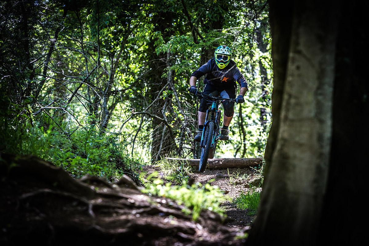 foto action con biker in una pista  con ext storia lok v3