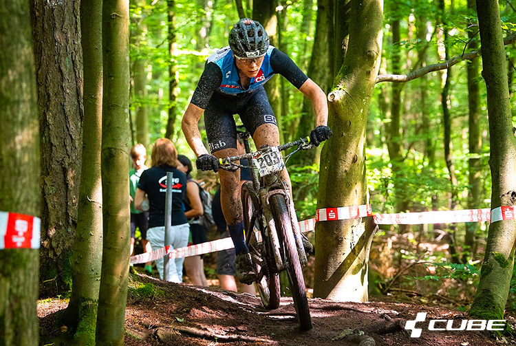 Cube AMS 100 C68 Race è una mountain bike full suspension
