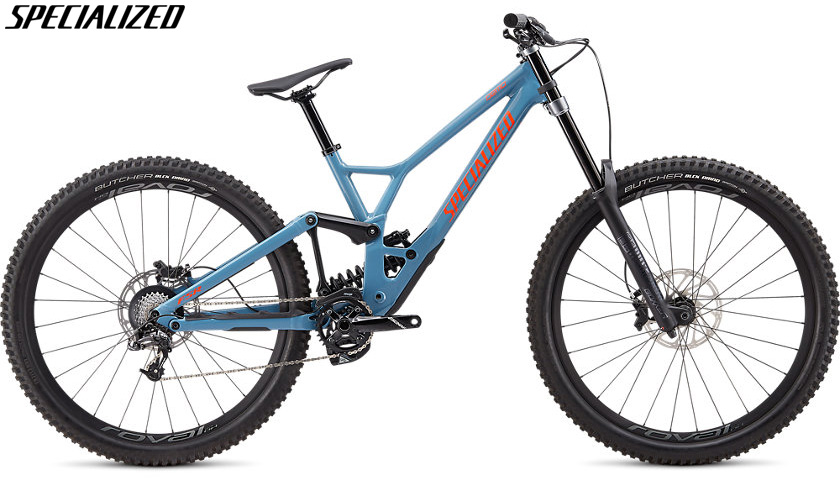 Una mountain bike Specialized Demo Expert 29 gamma 2020