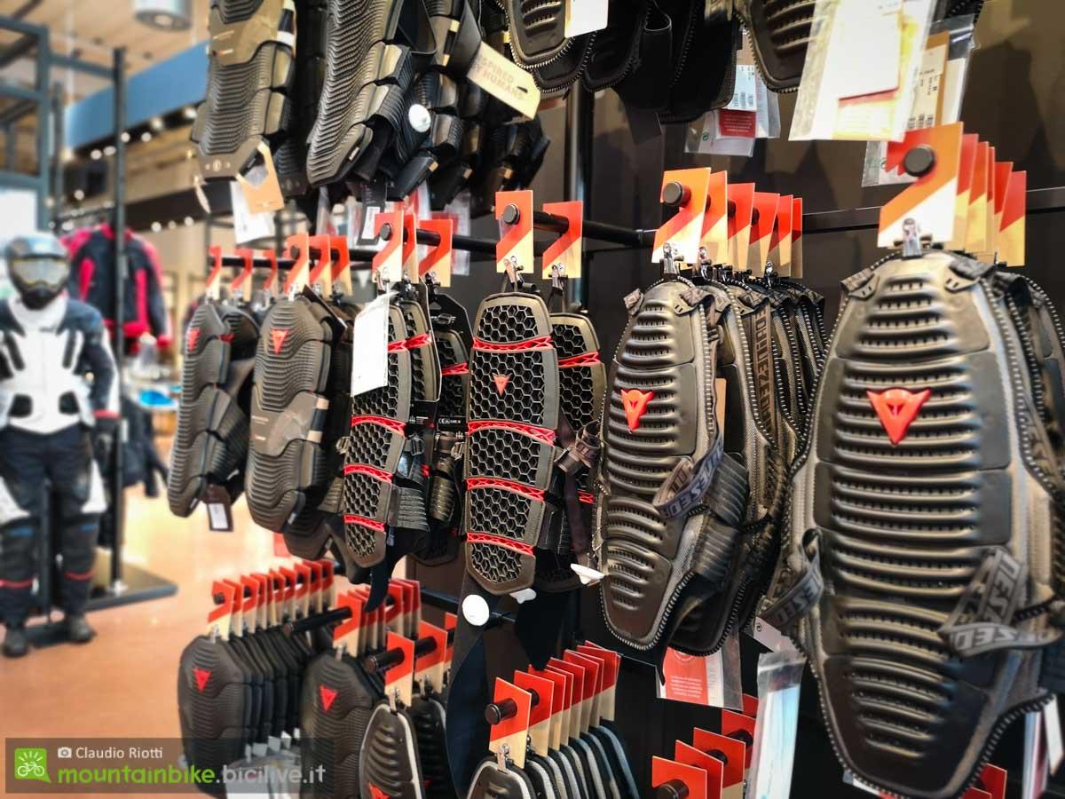 foto di paraschiena dainese allo shop