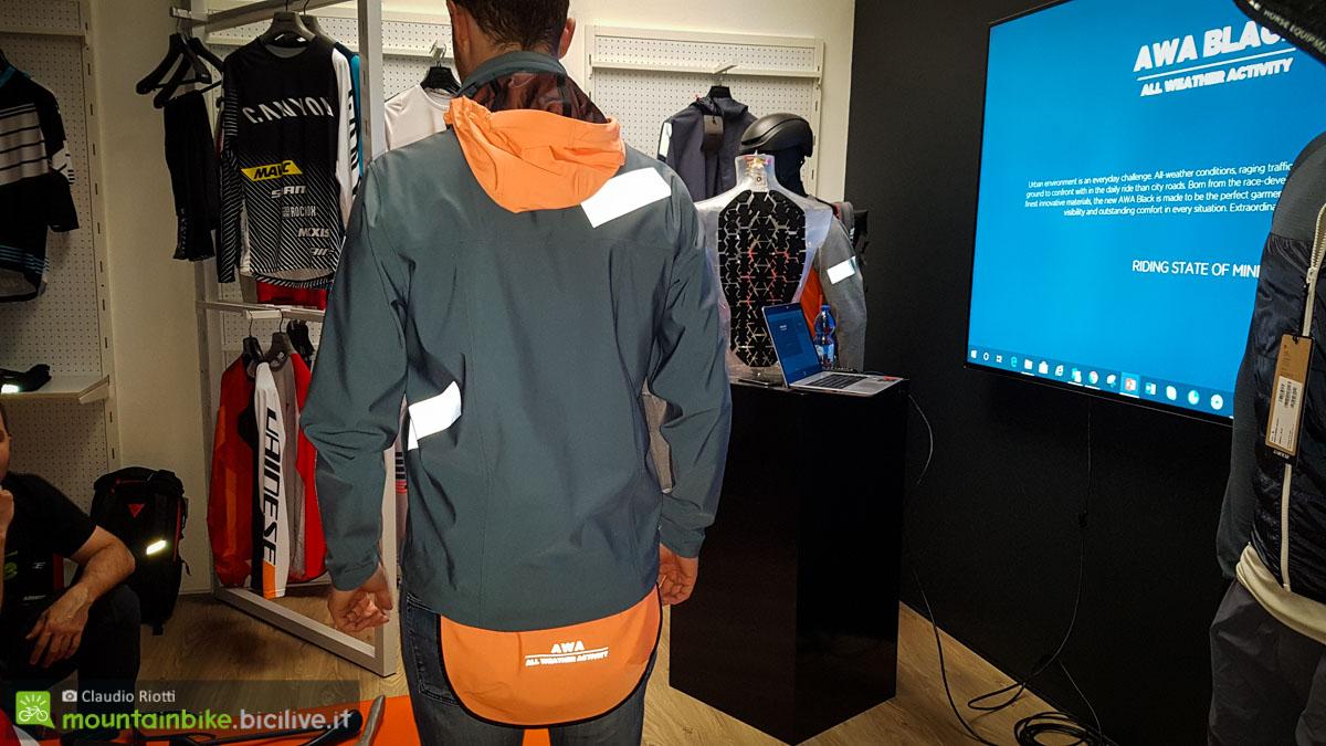 foto della giacca Dainese AWA Black 3L