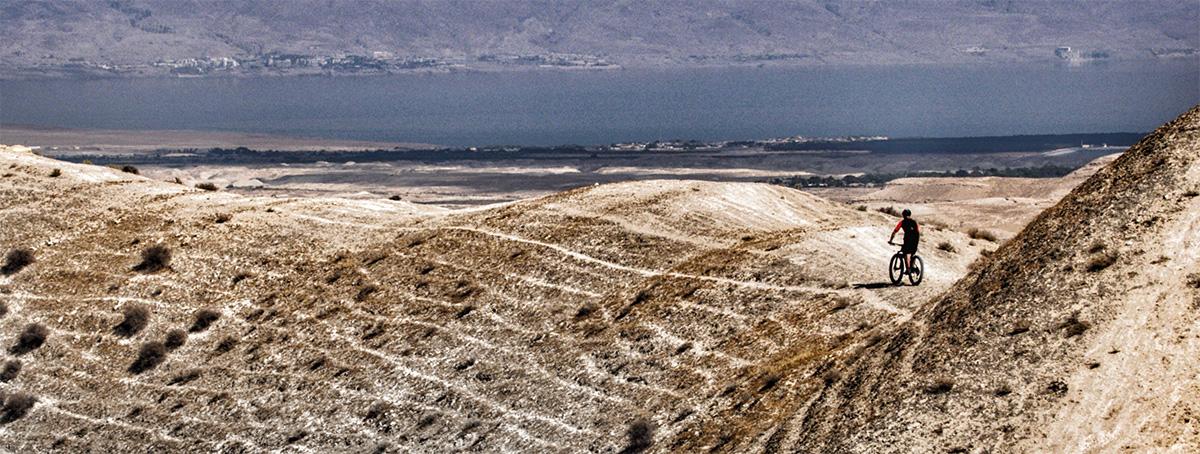 Guida Moar in mountain bike percorsi singletrack nel deserto direzione mar morto e giordania