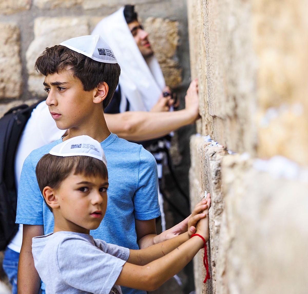 Muro del pianto gerusalemme preghiera bambini e adulti