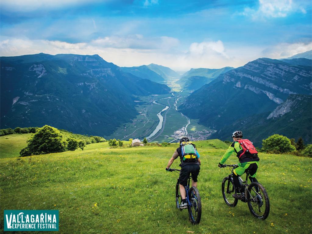 Rider mtb durante un escursione in Vallagarina