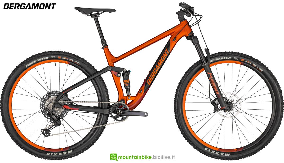 Una mountain bike biammortizzata Bergamont Contrail 8 gamma 2020