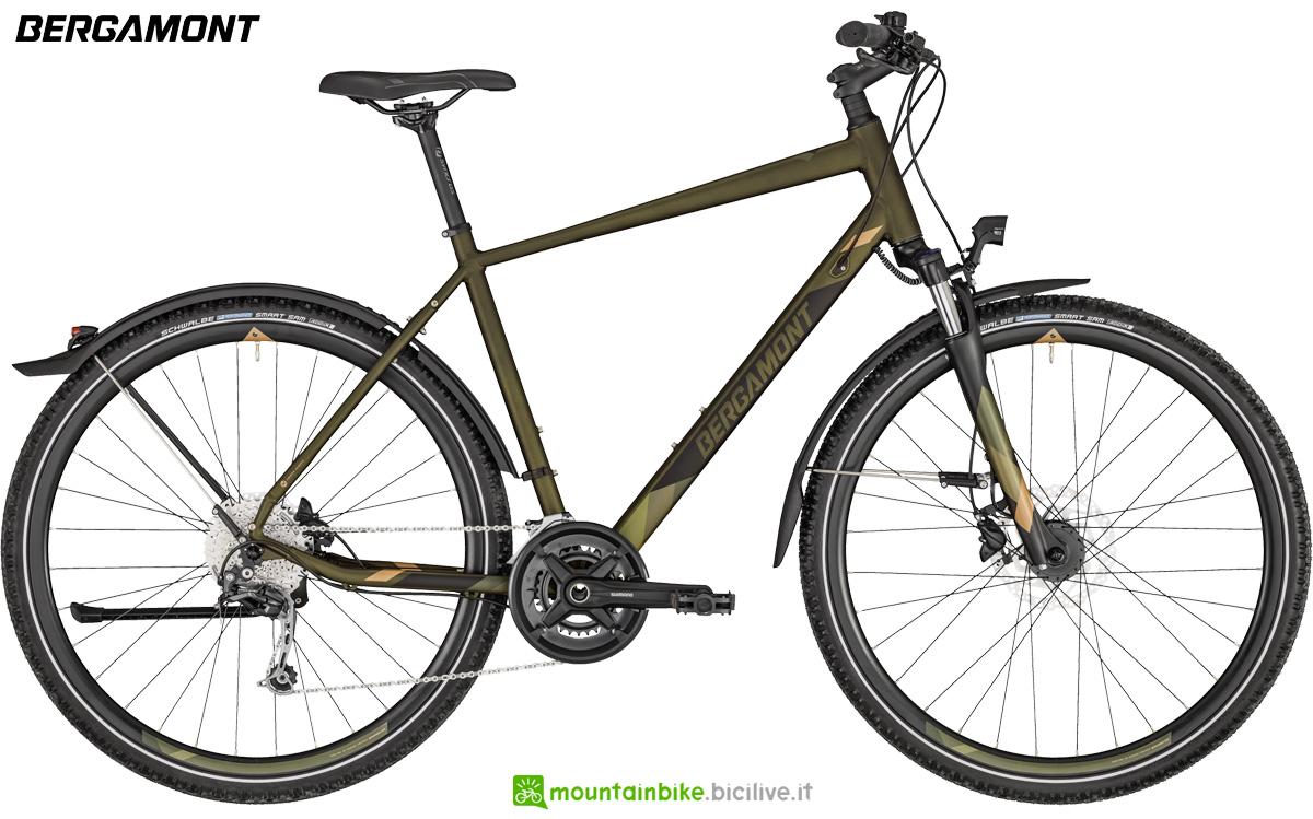 Una bici da uomo Bergamont Helix 6 EQ Gent gamma 2020