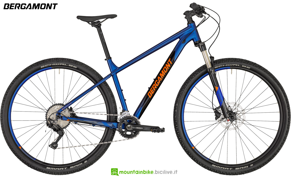 Una bicicletta front suspended da offroad Bergamont Revox 6 gamma 2020
