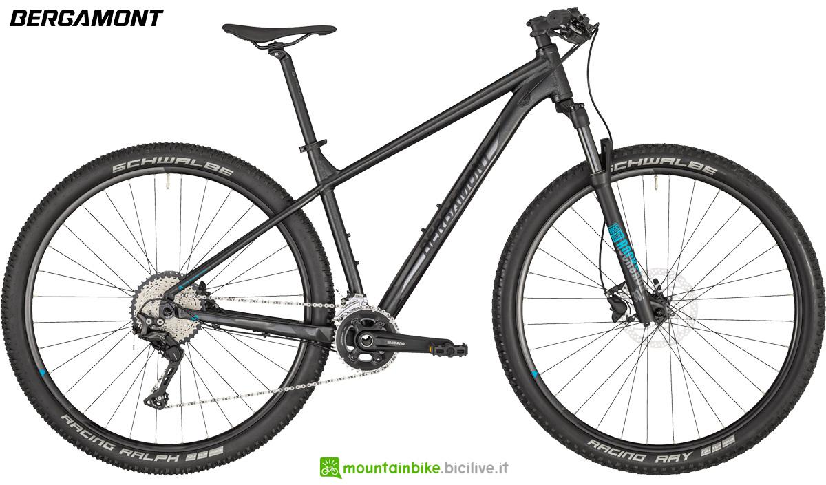 Una mountain bike hatdtail Bergamont Revox 7 dal listino 2020