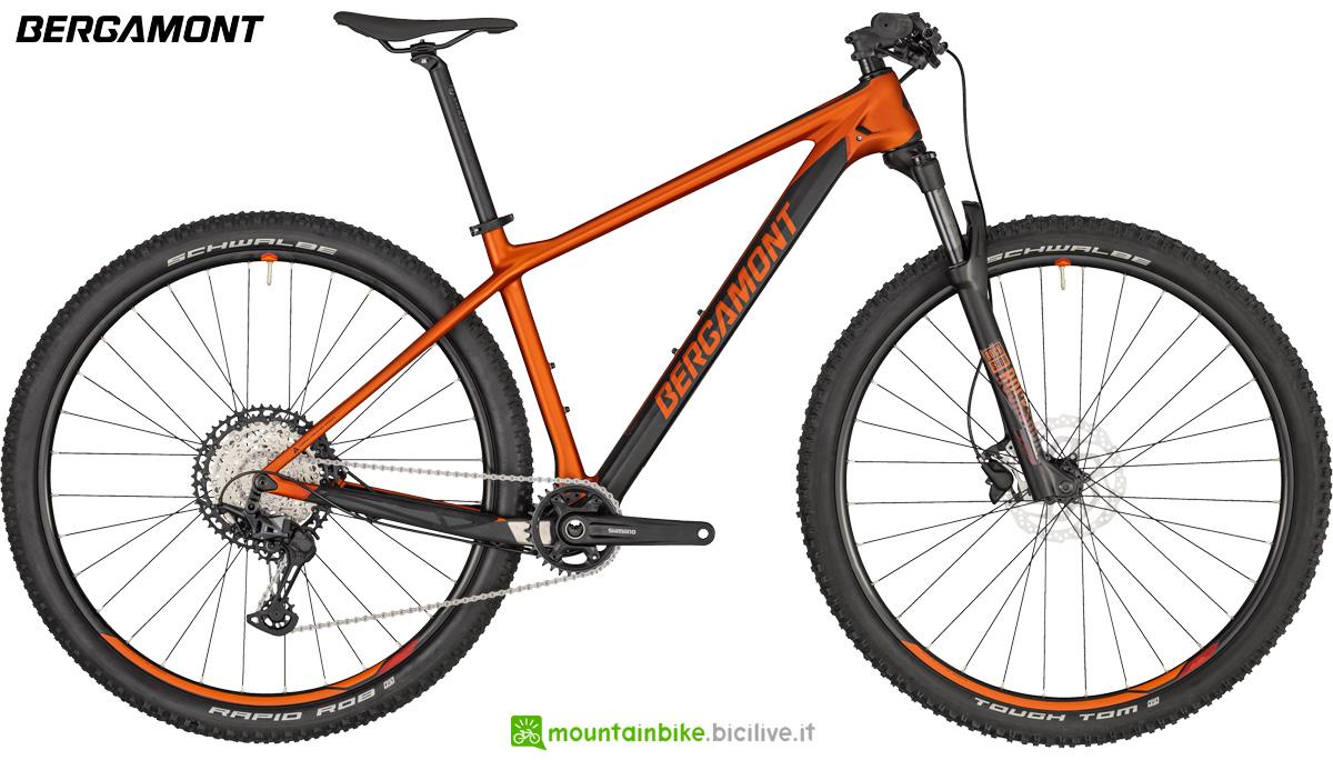 Una mountain bike front suspended Bergamont Revox Sport anno 2020
