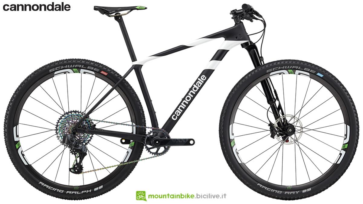 Una mountain bike full suspended Cannondale F-Si Hi-Mod World Cup dal catalogo 2020