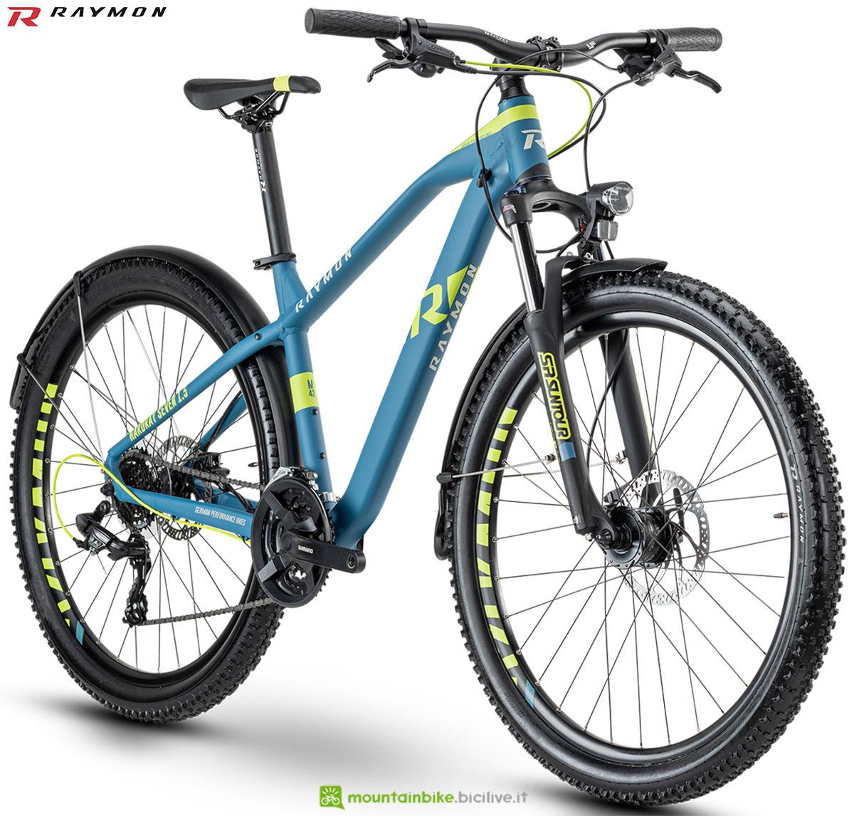 Una bici mtb R Raymon Hardray Seven/Nine 1.5 Street 2020