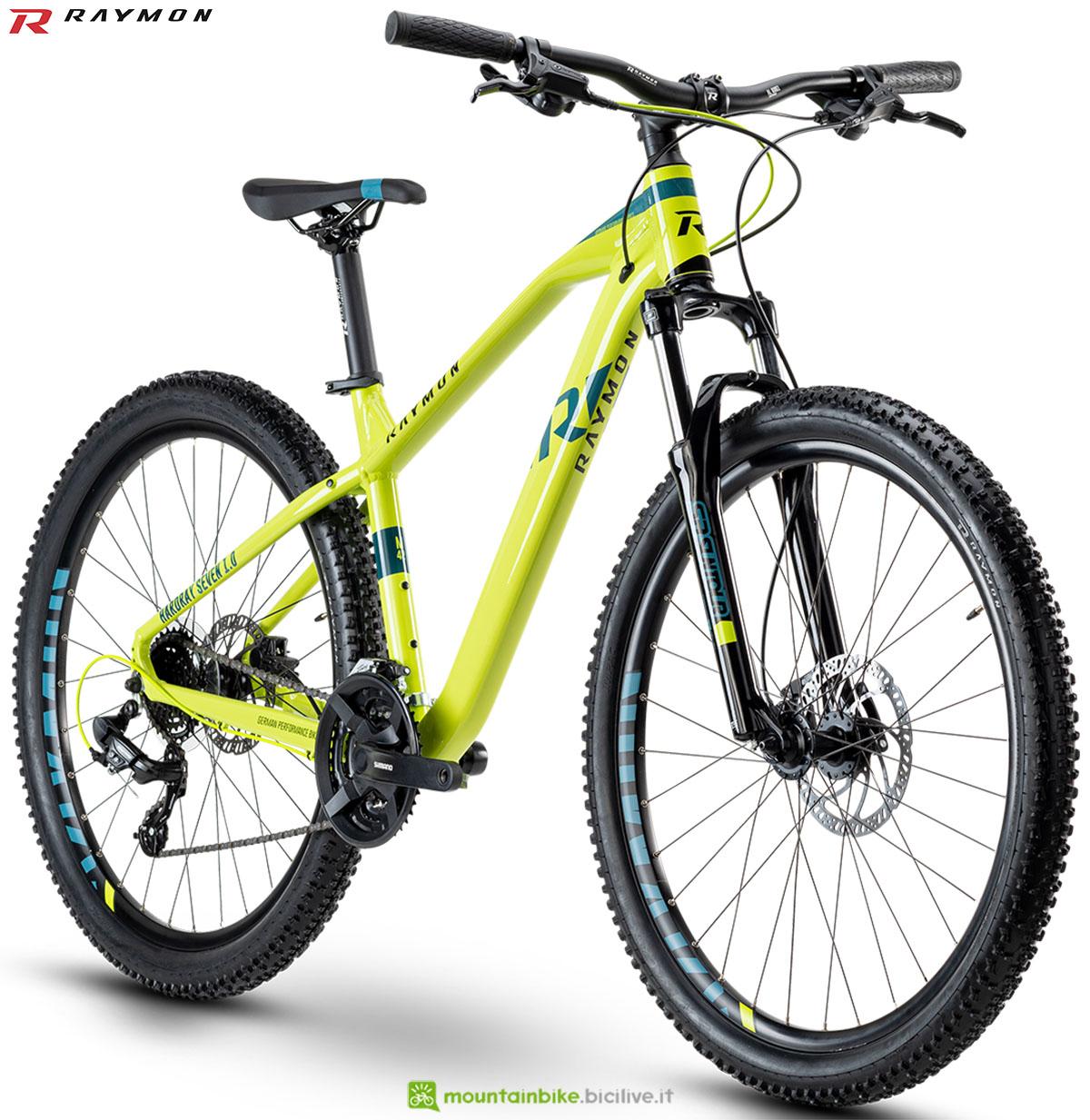 Una bici mtb R Raymon Hardray Seven/Nine 1.0 2020