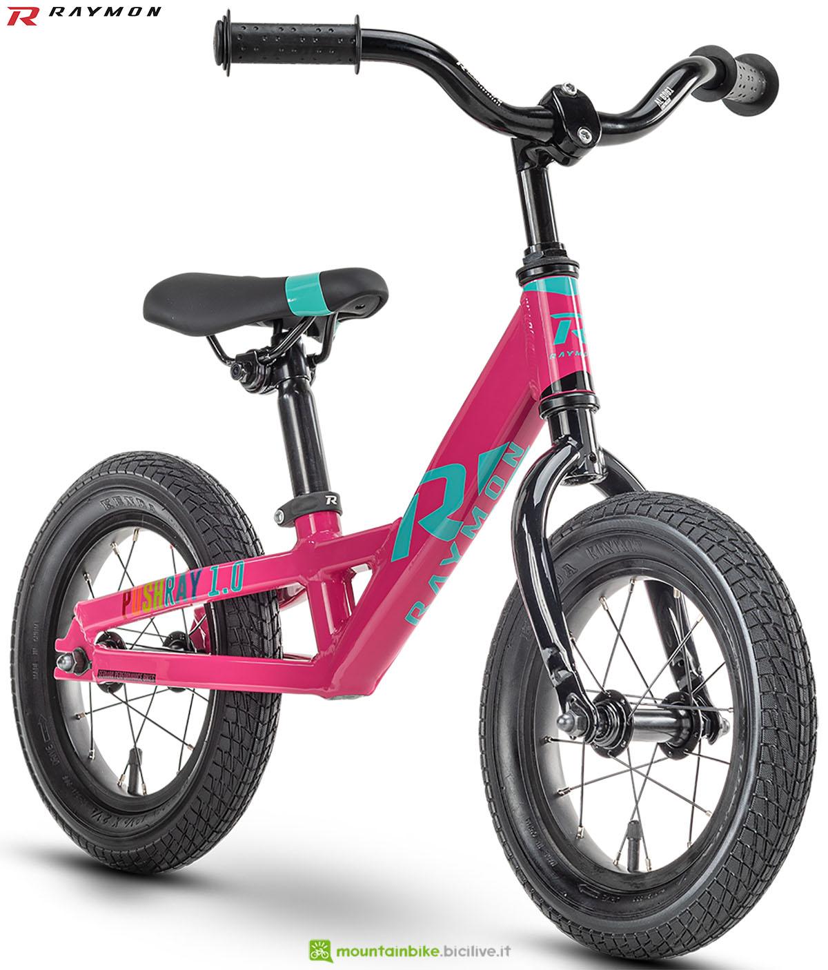 Una bici mtb R Raymon Pushray 1.0 2020